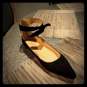 Pointed ballet flats with ankle bow